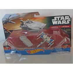 2 figurines vaisseaux STAR...